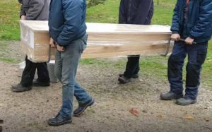 Draagbeugels Met Kist Begraafplaats