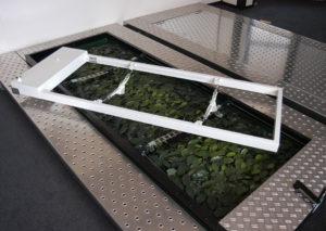 Kinderkist-Begraaftoestel-(Kinder-lift)-INNO-2000-op-groenraam