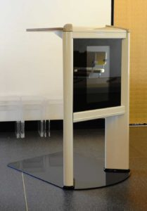 Lessenaar LCD Scherm Voor Video Spreekgestoelte Baarwagen In Aula