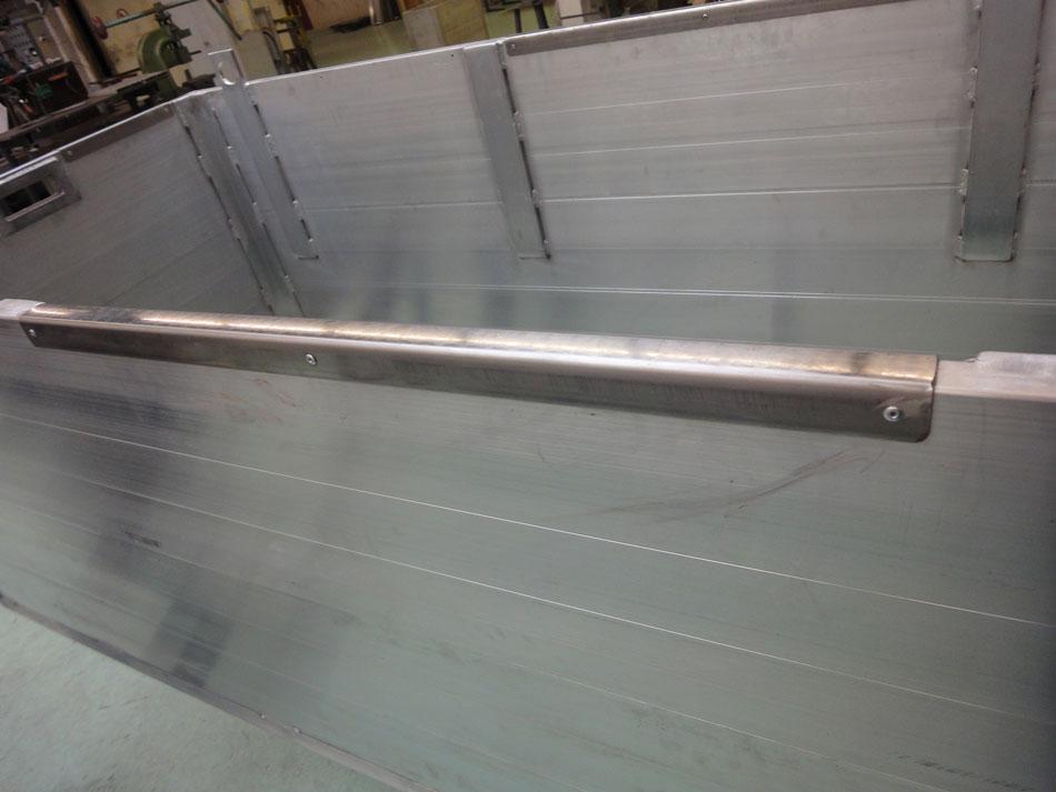 RVS-strip-op-rand-grafbekisting-aluminium
