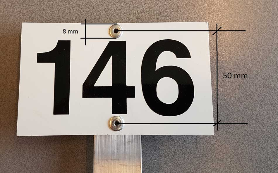 Strandaard Grafnummerpaaltjes (tekst En Nummerborden) Voor Begraafplaatsen En Crematoria Paaltjes