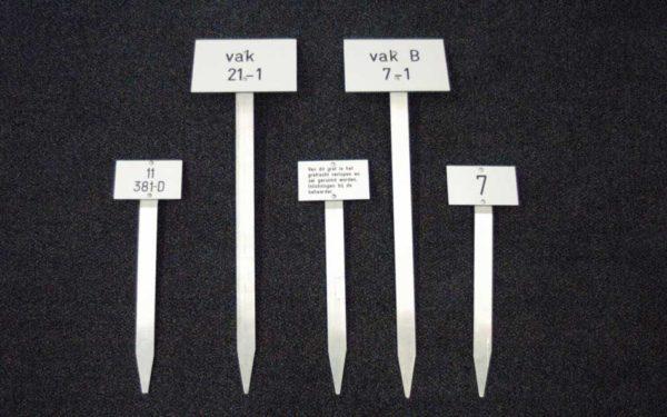 Grafnummerpaaltjes (tekst En Nummerborden) Voor Begraafplaatsen En Crematoria Paaltjes