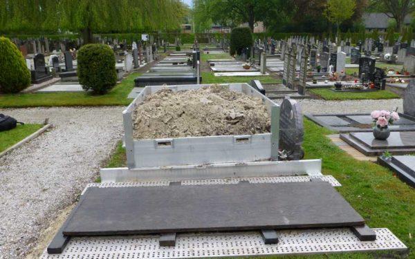 Grond Opslagcontrainer Looprooster Zandopslag Begraafplaats